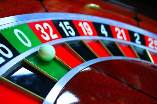 Играть в казино и зарабатывать можно дома